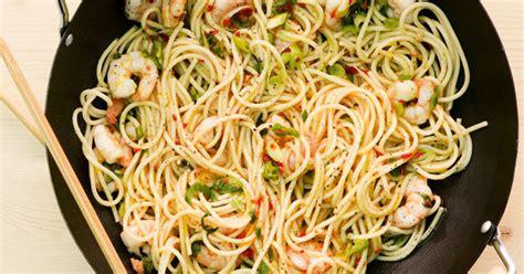 shrimps pasta aus dem wok rezept kuechengoetter