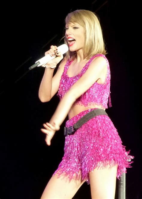 taylor swift performs   world  concert
