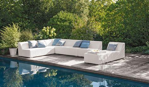 canapé salon de jardin aménager un salon de jardin bas pour s 39 y détendre