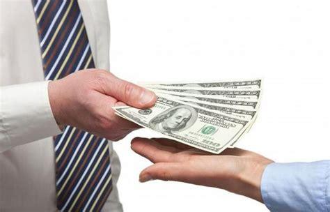Как правильно давать в долг вечером деньги