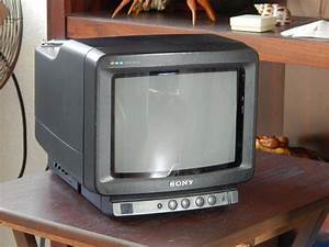 Vintage 1989 Sony Trinitron 8 U0026quot  Portable Color Tv