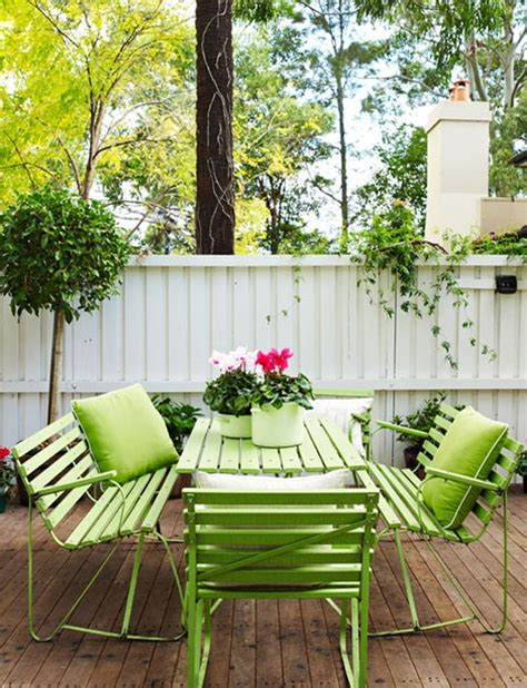 green outdoor furniture garden backyard ideas