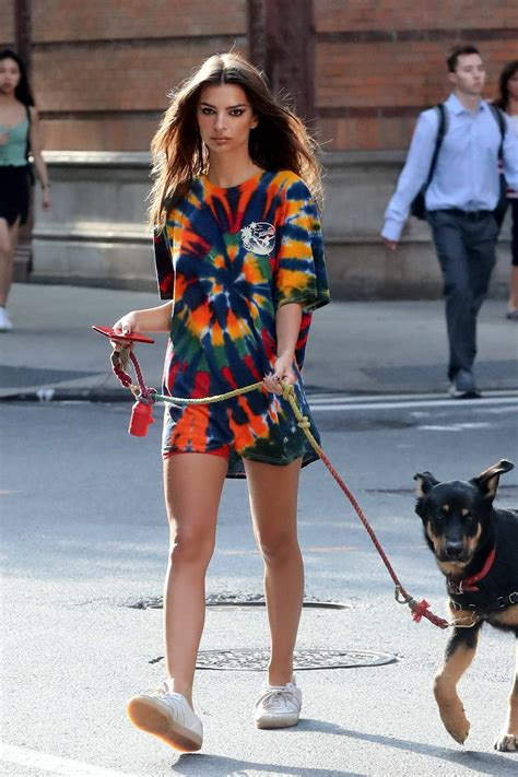 Emily Ratajkowski looks great in an oversized colorful t ...