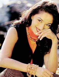 Madhuri Dixit Sweet Look Wallpaper