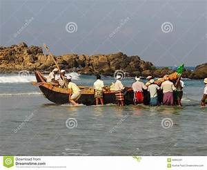 Fishermen Rowing The Boat Editorial Photography - Image ...