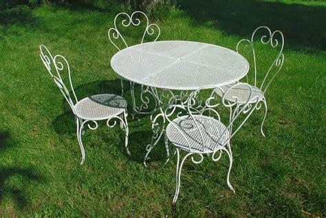 chaise en fer forgé de jardin table fer forgé caractéristiques forme prix ooreka