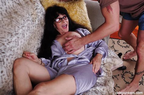 Mature Mom Tammy Has Her Big Natural Tits Teased In Close