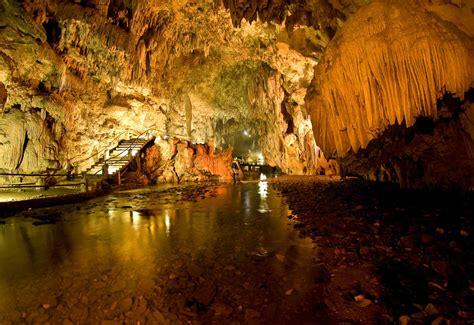 Descubra Eldorado Com Belas Cavernas E Cachoeiras