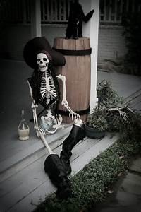 30 Creepy Halloween Decorations Ideas