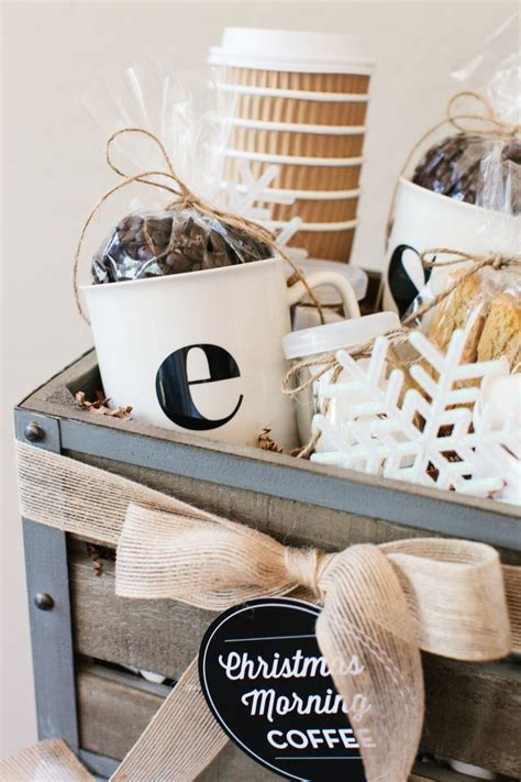 Gourmet coffee gift baskets bring out the coffee connoisseur in her, allowing her to quietly gather her thoughts for the day. Best 25+ Coffee gift baskets ideas on Pinterest   Coffee ...