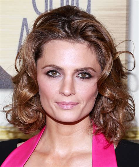 stana katic medium wavy chestnut brunette hairstyle