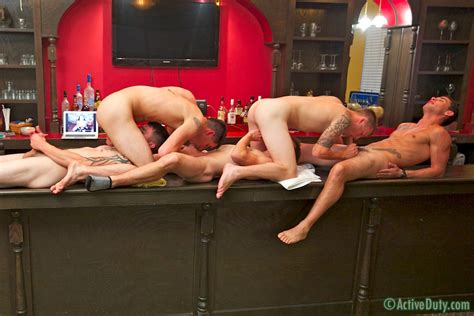Five Guys A Bar And Some Group Sex Manhunt Daily