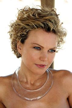 short curly haircut  women   lively curls