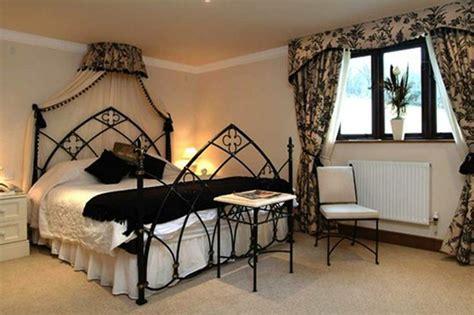 Stylish-and-elegant-gothic-bedroom-design-ideas