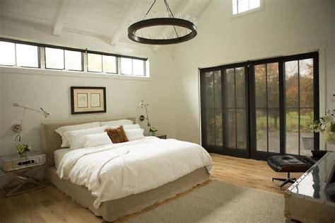 bed  clerestory windows