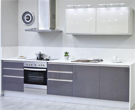 cocina moderna textil blanco  gris en  cocina gris