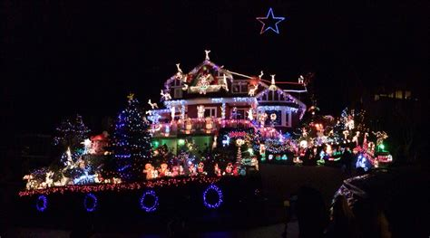 vancouver bc christmas lights north vancouver home decorated with 100 000 christmas