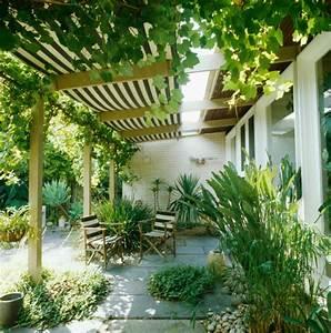 sonnenschutz fur die terrasse roomidocom With markise balkon mit rasch tapete stein
