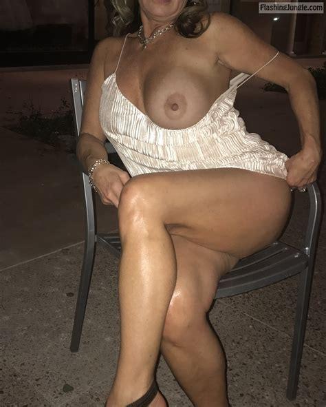 Johns Sexy Wife Flashing Boobs Outdoors Boobs Flash Pics