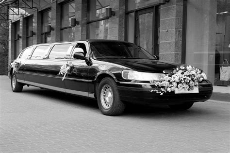 Local Limo Service by How Early Do I Need To Book A Limo Service Services
