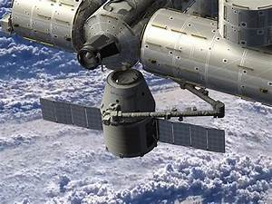 How SpaceX's Dragon spacecraft will dock with the ...