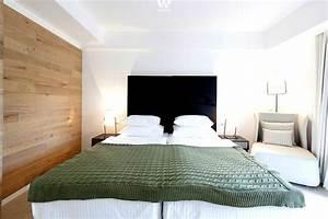 Wohnideen Für Schlafzimmer : holz im schlafzimmer ob am boden oder als wandverkleidung gibt dem schlafzimmer ~ Michelbontemps.com Haus und Dekorationen