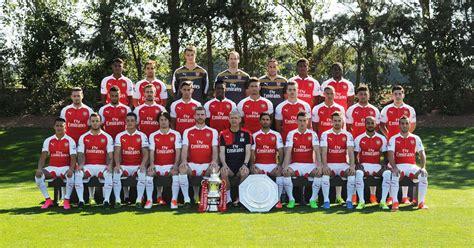 arsenal reveal   squad photo