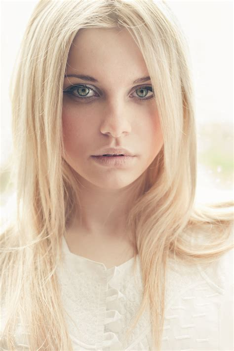 center parting long straight blonde hair style for women