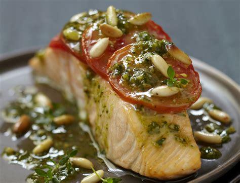 cuisiner le pavé de saumon recette minceur pavé de saumon à la tomate et au pesto