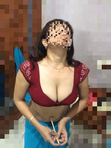 Bangla Real Life Boudi Hot Navel Xossip Collation
