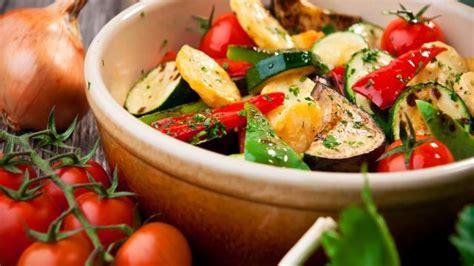 cuisiner la ratatouille cuisine recette de la ratatouille plats cuisine vins