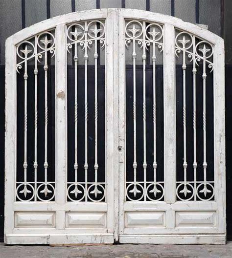 grande porte d entr 233 e en bois et fer forg 233 portes