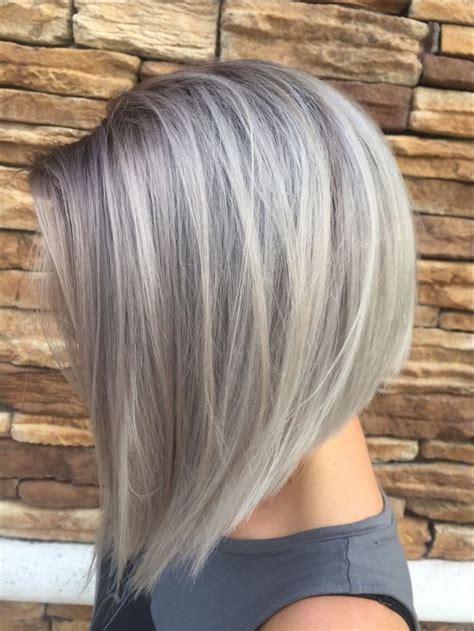 graue toenung kurze glatte haare dame mit bob frisur