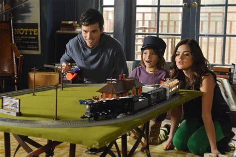 Pretty Little Liars Season 4 Spoiler: Ezra and Aria's ...