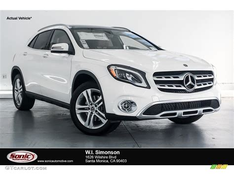 If you can spot the exterior differences between the 2017 and 2018, that makes one of us. 2018 Cirrus White Mercedes-Benz GLA 250 4Matic #128217368 | GTCarLot.com - Car Color Galleries
