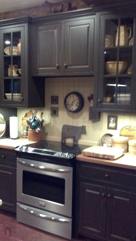 primitive painted kitchen cabinets 25 best ideas about primitive kitchen cabinets on 4416