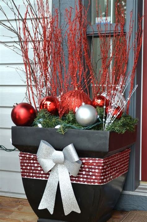 31 Cool Outside Christmas Decorations  Digsdigs. Christmas Table Centerpieces Cheap. Diy Rustic Christmas Decorations Pinterest. Christmas Decorating Services Denver. German Christmas Ornaments Gettysburg Pa. Crystal Christmas Decorations Wholesale. White Salt Dough Christmas Decorations. Jenners Christmas Tree Decorations. How To Make Large Christmas Decorations