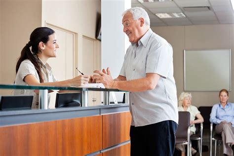 receptionniste de bureau réceptionniste salaire études rôle compétences