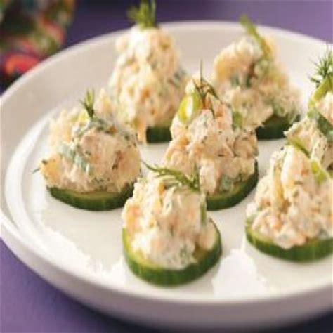 canapé avocat crevette canapés de concombre aux crevettes recettes de cuisine