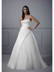 Romantica meredith classic ivory wedding dress shows off for Wedding dresses for small weddings