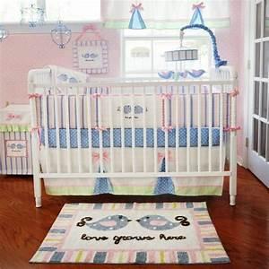Tapis chambre bebe idees de deco sympa et originale for Tapis chambre bébé avec petit arbre a fleurs bleues