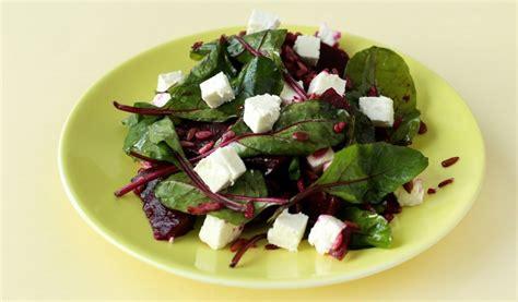 Receptes.lv - Jauno biešu salāti ar fetas sieru