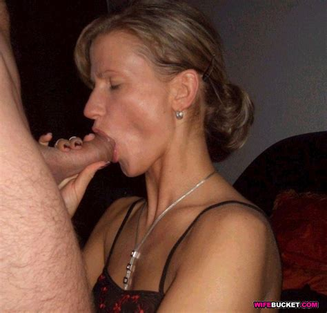 Amateur Submitted Nude Photos Mega Dildo Insertion