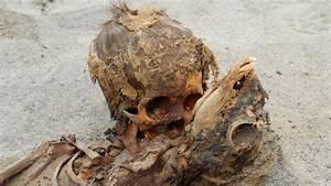 'Largest ever' child sacrifice cemetery found in Peru