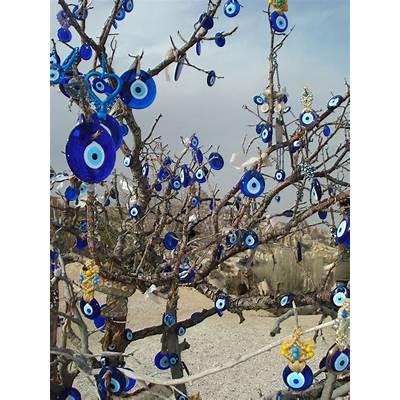 Nazar Boncuk Amulet tree in Capadocia (by Colin Looker