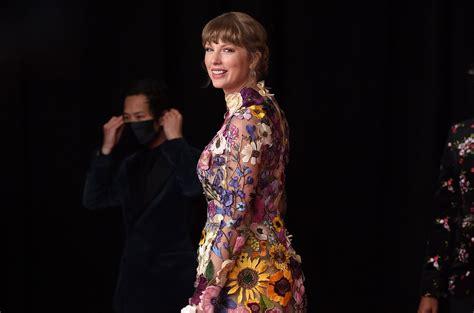 Taylor Swift Extends Record Atop Artist 100 Chart, DMX ...