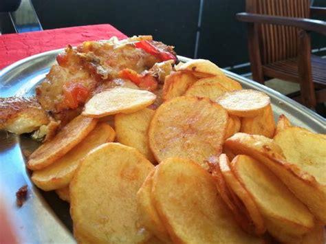 cuisine portugaise morue au four morue confite au four rondelles de pommes de terre frites