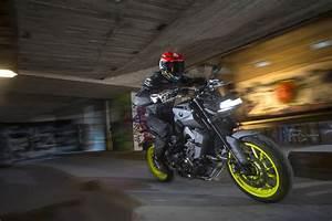 Yamaha Mt09 2017 : 2017 yamaha mt 09 full review and video superbike magazine ~ Jslefanu.com Haus und Dekorationen
