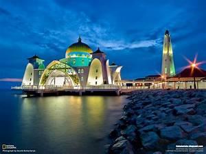 Beautiful Mosques Around The World (Malaysia) | Beyond Moda