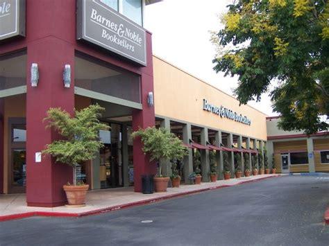 Barnes & Noble At The Pruneyard Closes